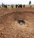 journalistes-et-curieux-reunis-autour-du-pretendu-cratere_8242_w560.jpg